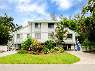 Oasis Inn the Dunes: Bright & Beautiful Updated 3/2 w/ Great Island Location!, Isla de Sanibel