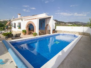 Villa with private pool and games/cinema room in country location., Alora