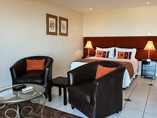 The Plattekloof Residence, Protea Suite