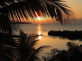 Pyramid Retreat/Vacation - King Chamber, Isla Loma Partida