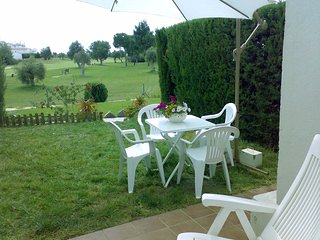 Ballena Golf. Adosado con jardín frente campo de golf, Cádiz