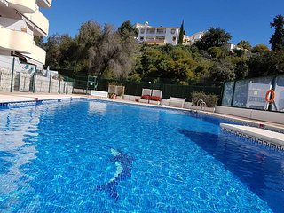 Modern 2 bedroom apartment, 2 bathroom, Sleeps 6, sea view, near beach, internet