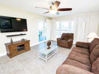 Emerald Isle 203- Budget Friendly-Gulf Views-RealJoy Fun Pass-Okaloosa Isle