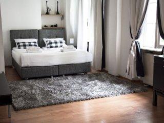Spacious M16 apartment in Stare Miasto with WiFi & airconditioning., Varsavia