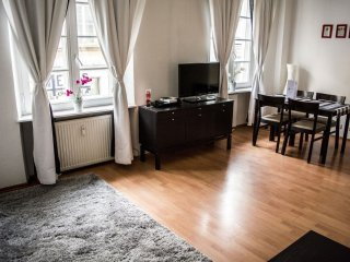Spacious M16 apartment in Stare Miasto with WiFi & airconditioning.