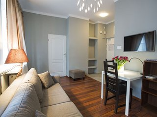 M12 apartment in Stare Miasto with WiFi & airconditioning.