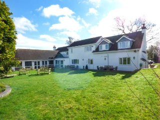 GREENFIELDS, 5 bedrooms, woodburning stoves, indoor swimming pool and hot tub, A