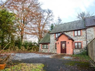 TREGYB MILL, semi-detached, private enclosed courtyard, pet-friendly, WiFi, in