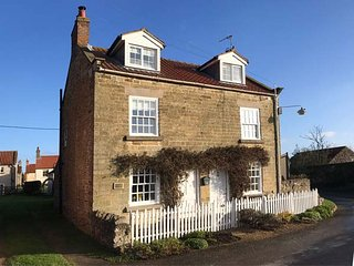 ABAN COTTAGE, beautiful semi-detached character cottage, woodburner, WiFi, in, Harome