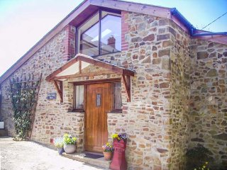 DILLY DALLY BARN, detached conversion, woodburner, WiFi, single-storey