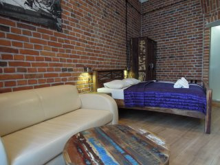 Industrial apartment in Kazimierz with WiFi & lift.