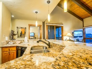 Top Floor With Vaulted Ceilings, Beautifully Remodeled, Steps To Ski, Steamboat Springs
