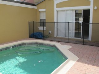 Upscale Townhome Minutes from Disney! Private Pool, Pet Friendly