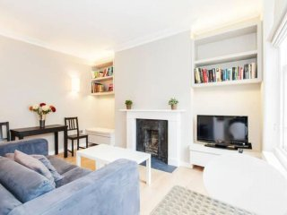 Eldon Road Pied-a-terre II apartment in Kensington & Chelsea with WiFi.