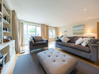 Spacious Drayton Gardens Demeure apartment in Kensington & Chelsea with WiFi