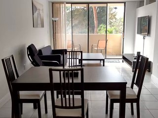 A Cozy Apartment in the heart of Kendall; MetroZoo, quite, clean & full equipped, Miami