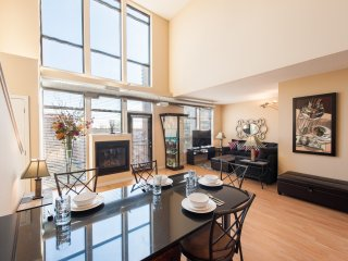S&J#51A Penthouse Loft Views! Indr Pool, Spa, Gym, Party Room! Lakes and Trails!, Minneapolis
