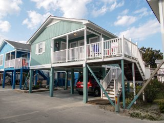 Garden City Beach 'Cottage C'... 2nd Row. Central Air. Pool.Grill. WiFi.