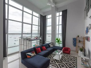 Superb Seaview 2brDuplex Georgetown, George Town