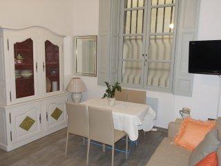 T2 rénové et meublé Avignon Intramuros, Aviñón