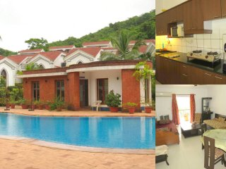 57) Luxury 2 Bedroom Apartment Foothills Arpora sleeps 6 & WiFi
