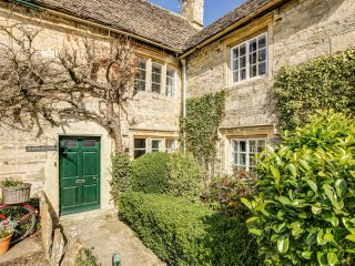 Quintessential Cottage - close to village pool & pub