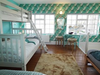 Mermaid House - Luxury Pad for Hens & Stags