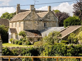 Pet Friendly Exquisite Grade 2 Listed Cottage Near Bath