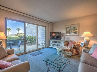 1746 Bluff Villas - Beautiful views. Quick walk to South Beach Marina Area., Hilton Head