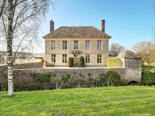 Yew Tree Farmhouse, on the edge of Cotswolds.
