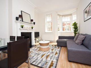 Luxury 2Bed Flat - Oxford Circus: Serviced by Hostmaker