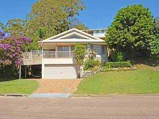 'By the Bay', 9 Kanangra Avenue - bring the dog & the boat !!