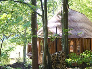 HOOTS TREEHOUSE, Mayfield