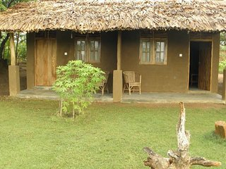 Lotus Chalets EcoLodge 5 rooms sleeps 12, Udawalawa