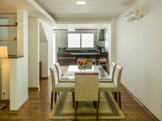Ideally Located 3 Bed / 3 bath at Praia Mole!, Florianopolis