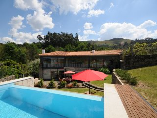 4 bedroom Villa with Pool, WiFi and Walk to Shops - 5718918