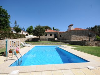 4 bedroom Villa with Pool, WiFi and Walk to Shops - 5718933