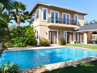 Tradewinds Villa - new AC, large Pool, outdoor kitchen, Close to Magic Sands