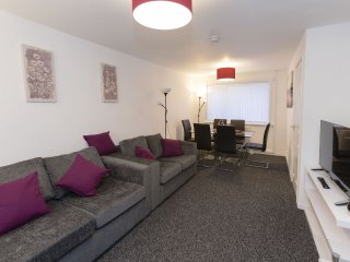 Spacious 2 Bedroom House, The Sanctuary Glasgow Airport, Paisley
