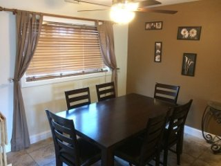 Knolls 413 Dining Area