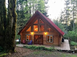 CR100uMapleFalls  - 21GS Glacier Springs Cabin #21 - This family home says