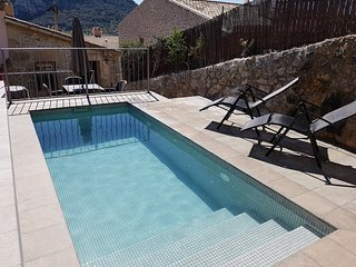 Town house with sunny private pool in the old town, Calvario area