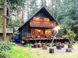 CR100dCityofGlacier - 09SL Snowline Cabin #9 - A country style cabin perfect