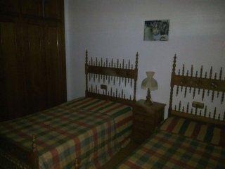 Se alquila duplex con tres dormitorios, dos cuartos de bano, cochera, piscina co