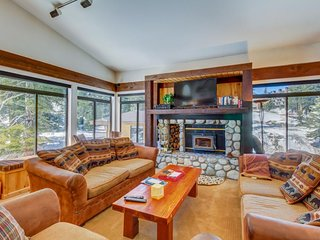 Spacious condo w/ shared hot tub, sauna & seasonal pool - walk to lifts/gondola!, Lagos Mammoth