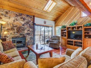 Spacious condo with a shared sauna and hot tub and mountain views!
