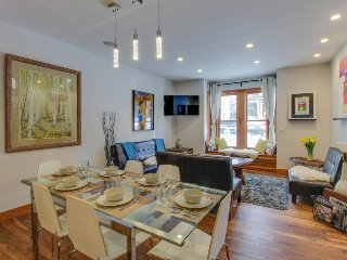Comfortable, artsy home w/ high-end fixtures & great location - walk to lifts