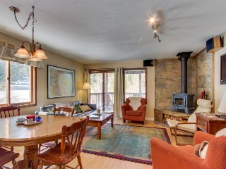 Family-friendly home in wooded setting w/ private sauna - close to slopes & town