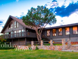 HUGE 7 bedroom cabin with guest house! Views, tennis court, game rooms, private!, Payson