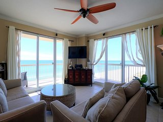 Intimate 3 Bedroom Condo with Beautiful View and Jacuzzi at Sunrise